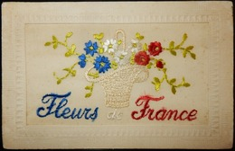 FANTAISIE CPA BRODÉE SOIE MILITARIA WW1 FLEUR DE FRANCE - Holidays & Celebrations