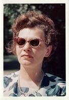 Photo Couleur Originale B.B. Portrait De Pin-Up à Lunettes De Stars & Collier De Verre En 1963 - Papier Kodacolor - Pin-ups
