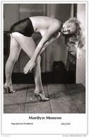 MARILYN MONROE - Film Star Pin Up PHOTO POSTCARD- Publisher Swiftsure 2000 (201/339) - Mujeres Famosas
