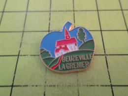 1318c PINS PIN'S / Beau Et Rare : Thème VILLES / EN FORME DE POMME BEUZEVILLE LA GRENIER - Städte