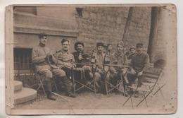 MILITARIA -  LYON 1916, CARTE PHOTO SOLDATS MILITAIRES, VINS ET BIERES, VOIR LE  SCANNER - Documents