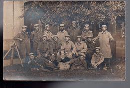 REF 416 : CPA Carte Photo Militaria Groupe De Soldat Au Verso Riom 1917 - Personnages