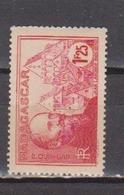 MADAGASCAR            N°  YVERT  :    222    NEUF AVEC  CHARNIERES      ( 02/39   ) - Madagaskar (1889-1960)