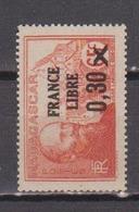 MADAGASCAR            N°  YVERT  :    257      NEUF AVEC  CHARNIERES      ( 02/39   ) - Madagaskar (1889-1960)