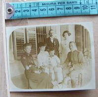 MONDOSORPRESA, ( FT8) FOTOGRAFIA  ANNO 1912, BRA, UNA FAMIGLIA DI BRA CON MILITARE - Personas Anónimos