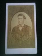 Photo CDV - Buste D'homme En Oval Et Relief, Photographie Nouvelle Charles Richou Saintes Ca1875 - Photos