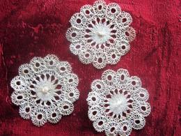 Vintage  3 Anciens Petits Napperons Faits Manuellement Au Crochet Motif Dentelle De France Broderie Loisirs Créatifs - Loisirs Créatifs