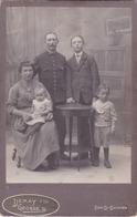 Grande Photo FAMILLE DE LONS LE SAUNIER (39) JURA En 1900  Couple Et Ses 3 Enfants - Le Père En Militaire Chasseur Alpin - Lieux