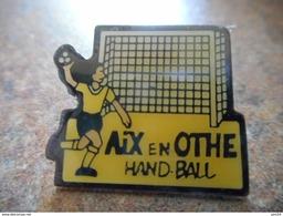 A005 -- Pin's Aix En Othe Handball -- Exclusif Sur Delcampe - Handball