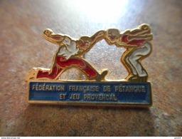 A005 -- Pin's Federation Francaise De Petanque Et Jeu Provencal - Pétanque
