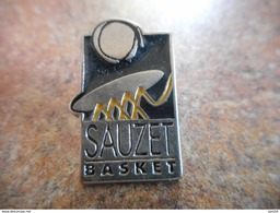A005 -- Pin's Sauzet Basket -- Exclusif Sur Delcampe - Basketball