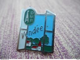 A006 -- Pin's ADMR Vendee - Asociaciones