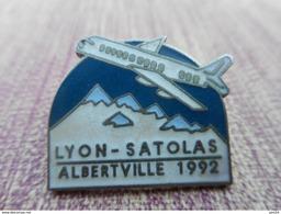 A006 -- Pin's Lyon Satolas Albertville 1992 - Jeux Olympiques