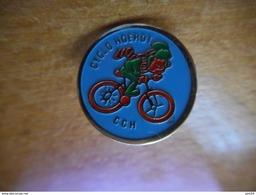 A017 -- Pin's Cyclo Heorot CCH -- Exclusif Sur Delcampe - Cyclisme