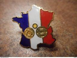 A031 -- Pin's Carte De France Bleu Blanc Rouge -- Exclusif Sur Delcampe - Pin's & Anstecknadeln