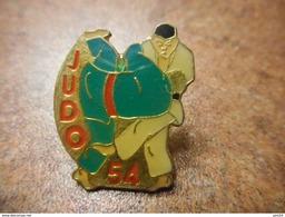 A031 -- Pin's Judo 54 - Judo