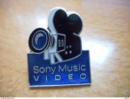 A003 -- Pin's Sony Music Vidéo - Informatique