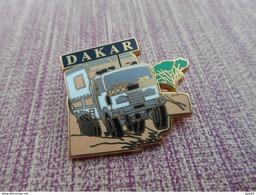 A004 -- 4 Pin's Dakar - Automobile - F1