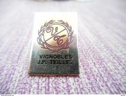 A007 -- Pin's Vignobles JP Teillet - Bevande