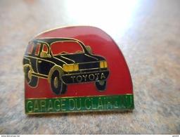 A008 -- Pin's Toyota Garage Du Claireau - Toyota