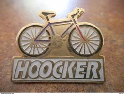 A008 -- Pin's Velo Hoocker - Cyclisme