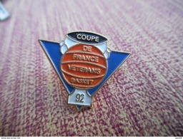 A009 -- Pin's Coupe De France Des Veterans Basket 92 - Basketball