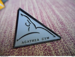 A009 -- Pin's Gym Agathea -- Exclusif Sur Delcampe - Gimnasia