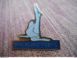 A009 -- Pin's Gym Blanc Mesnil - Gimnasia
