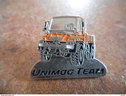 A010 -- Pin's Unimog Team Mercedes -- Exclusif Sur Delcampe - Mercedes