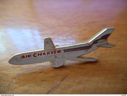 A016 -- Pin's Air Charter - Avions
