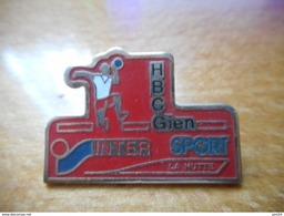 A018 -- Pin's Intersport La Hutte - Balonmano