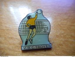 A018 -- Pin's VBC Troyen - Voleibol