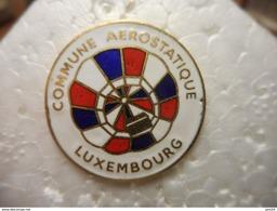A023 -- Pin's Commune Aerostatique Luxembourg (dernier Vendu 01/2015) - Montgolfières