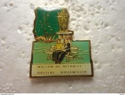 A023 -- Pin's Maison De Retraite / Hopital Bouxwiller - Médical