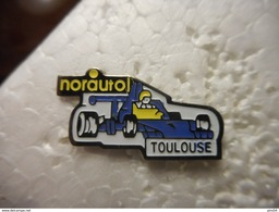 A023 -- Pin's Norauto Toulouse -- Exclusif Sur Delcampe - Pin's & Anstecknadeln