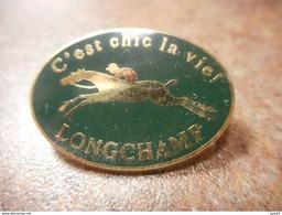 A024 -- Pin's C'est Chic La Vie Longchamp Arthus Bertrand - Arthus Bertrand