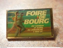 A024 -- Pin's Foire De Bourg - Athletics