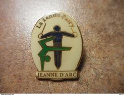 A024 -- Pin's La Lande Patry -- Exclusif Sur Delcampe - Gimnasia