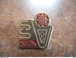 A025 -- Pin's Basket Neuves Maisons 1932 1992 - Basketball
