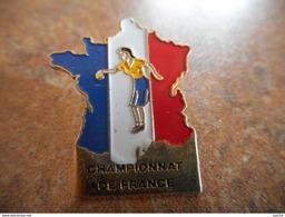 A025 -- Pin's Carte Championnat De France Petanque Feminin - Pétanque