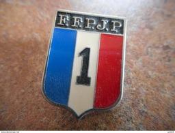 A025 -- Pin's Federation Francaise De Petanque Et Jeu Provencal FFPJP Drapeau - Pétanque