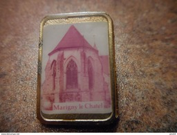 A027 -- Pin's Marigny Le Chatel -- Exclusif Sur Delcampe - Steden