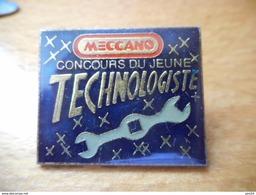 A033 -- Pin's Meccano Concours Du Jeune Technologiste - Jeux