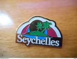 A035 -- Pin's Seychelles - Villes