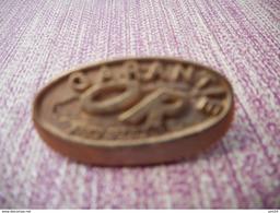 A006 -- Pin's Fraisse -- Renault Garantie Or - Renault