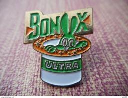 A006 -- Pin's Fraisse -- Bonux Ultra - Merken