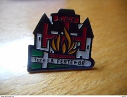 A008 -- Pin's SVF 1ere La Ferte Pompiers ? -- Exclusif Sur Delcampe - Pompiers