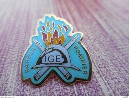 A008 -- Pin's Sapeurs Pompiers IGE - Pompiers