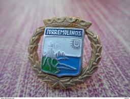 A008 -- Pin's Torremolinos - Villes