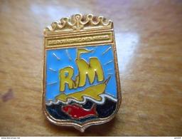 A017 -- Pin's Blason RM -- Exclusif Sur Delcampe - Pin's & Anstecknadeln
